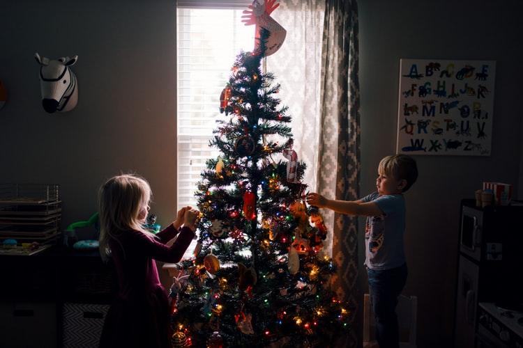 SIMBOL BLAGDANA Tko je okitio prvo božićno drvce?