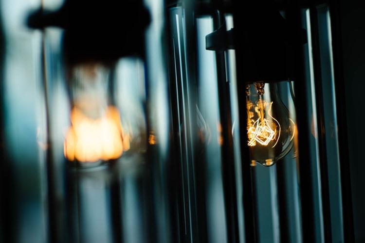 URADI SAM Izradite unikatnu podnu lampu za svoj dom