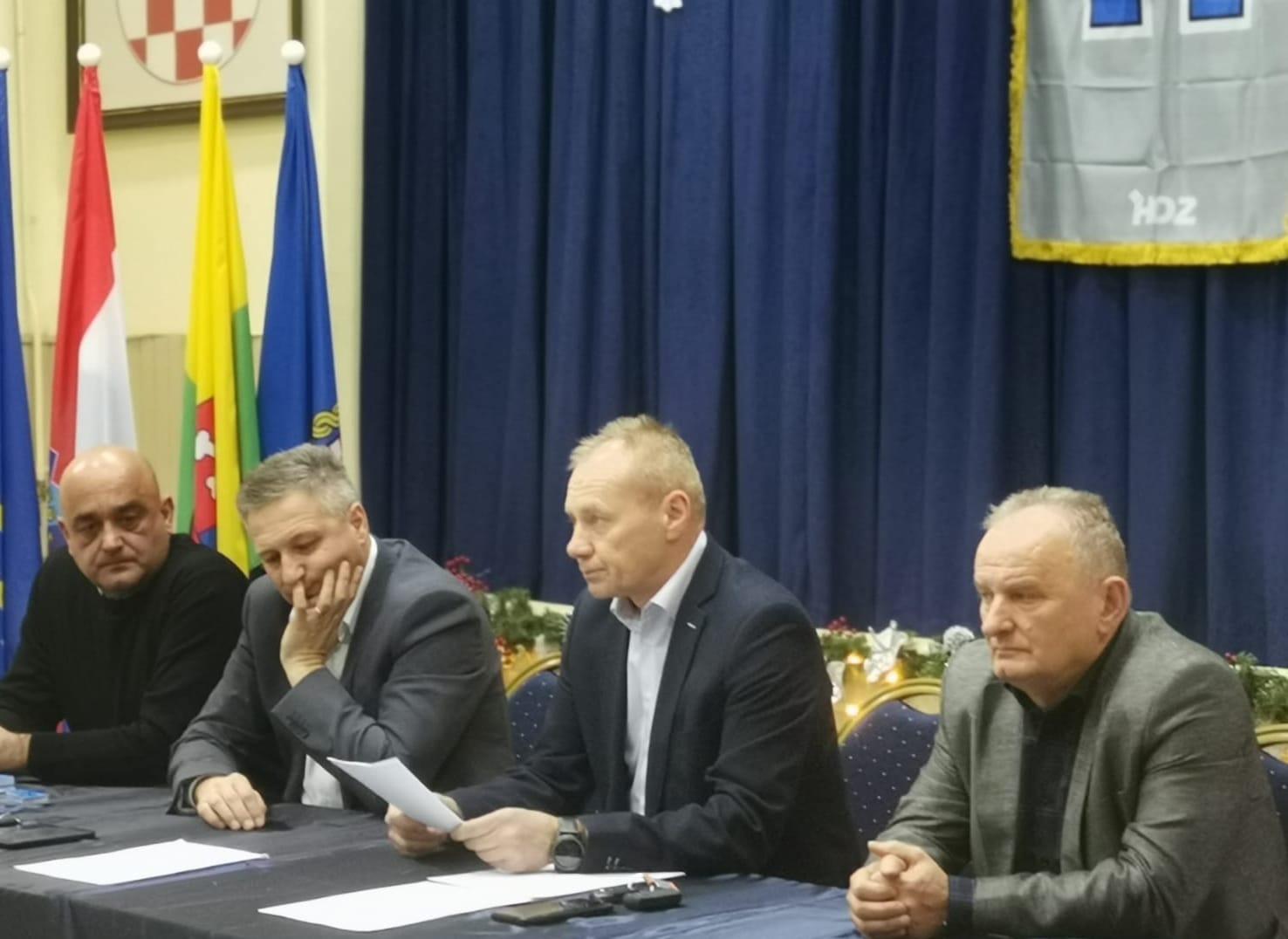 UTEMELJITELJI HDZ-a Pozvali na izbore i dali podršku Grabar-Kitarović