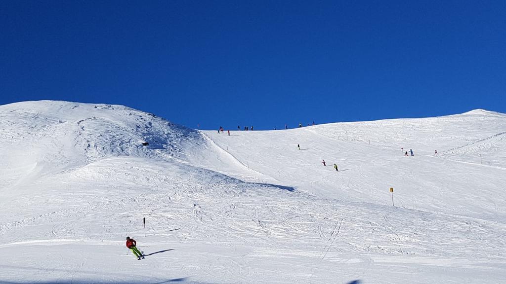 IZ PRVE RUKE Skijaši javljaju kako se u Austriji prate izbori
