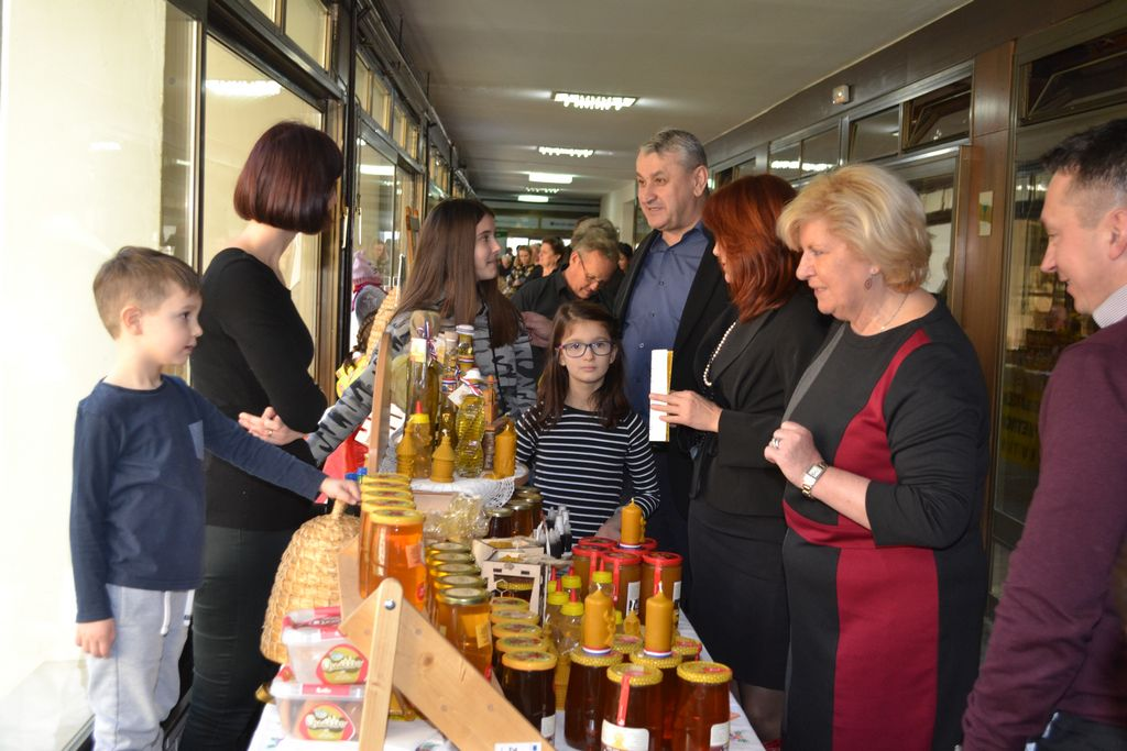 ZLATNA PČELA U TOPUSKOM Dani meda donose samo domaće
