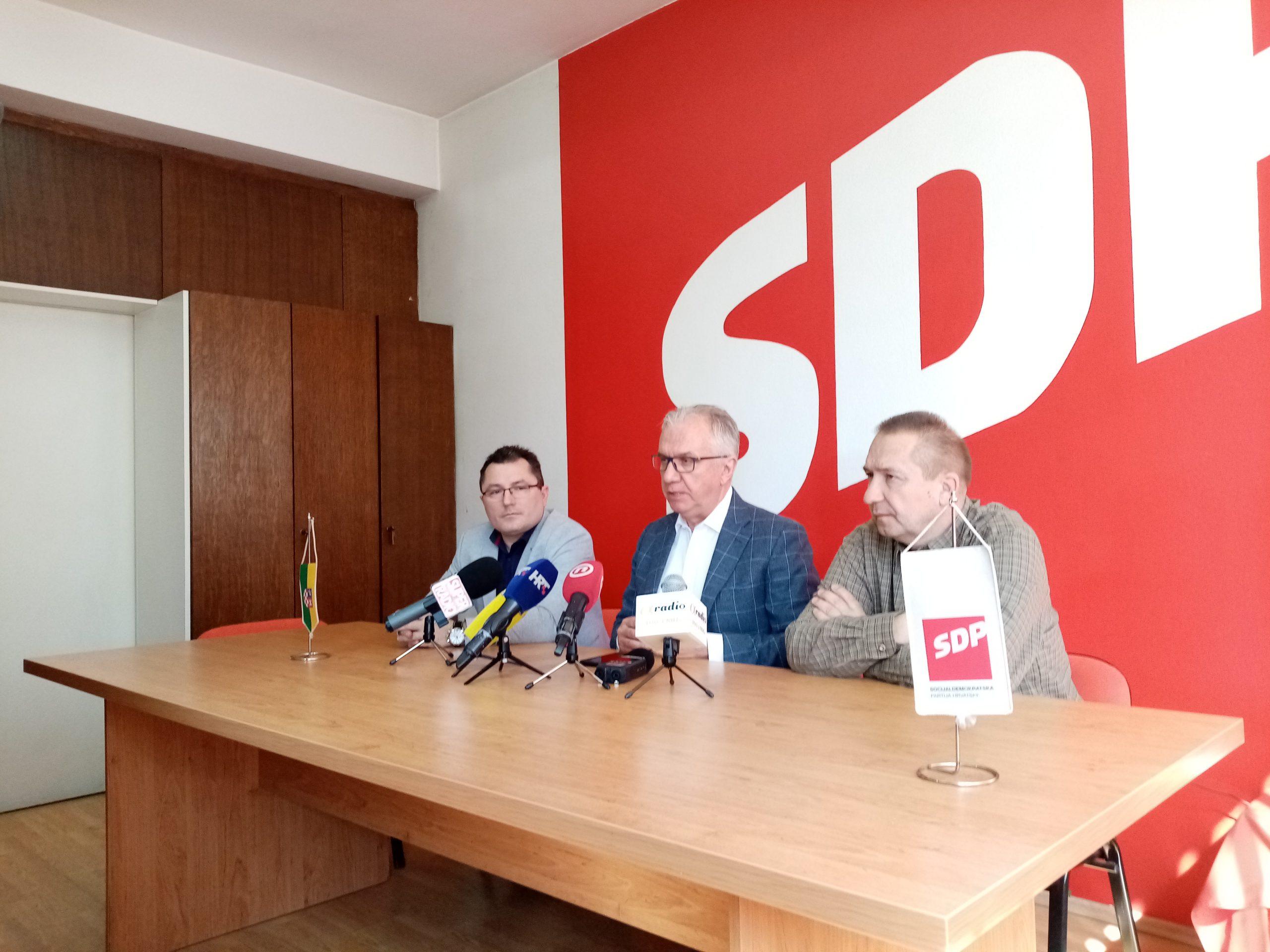 SDP O KORONI Ostojić od Vlade traži mjere za roditelje, Jaić optužio Hrebaka za širenje panike