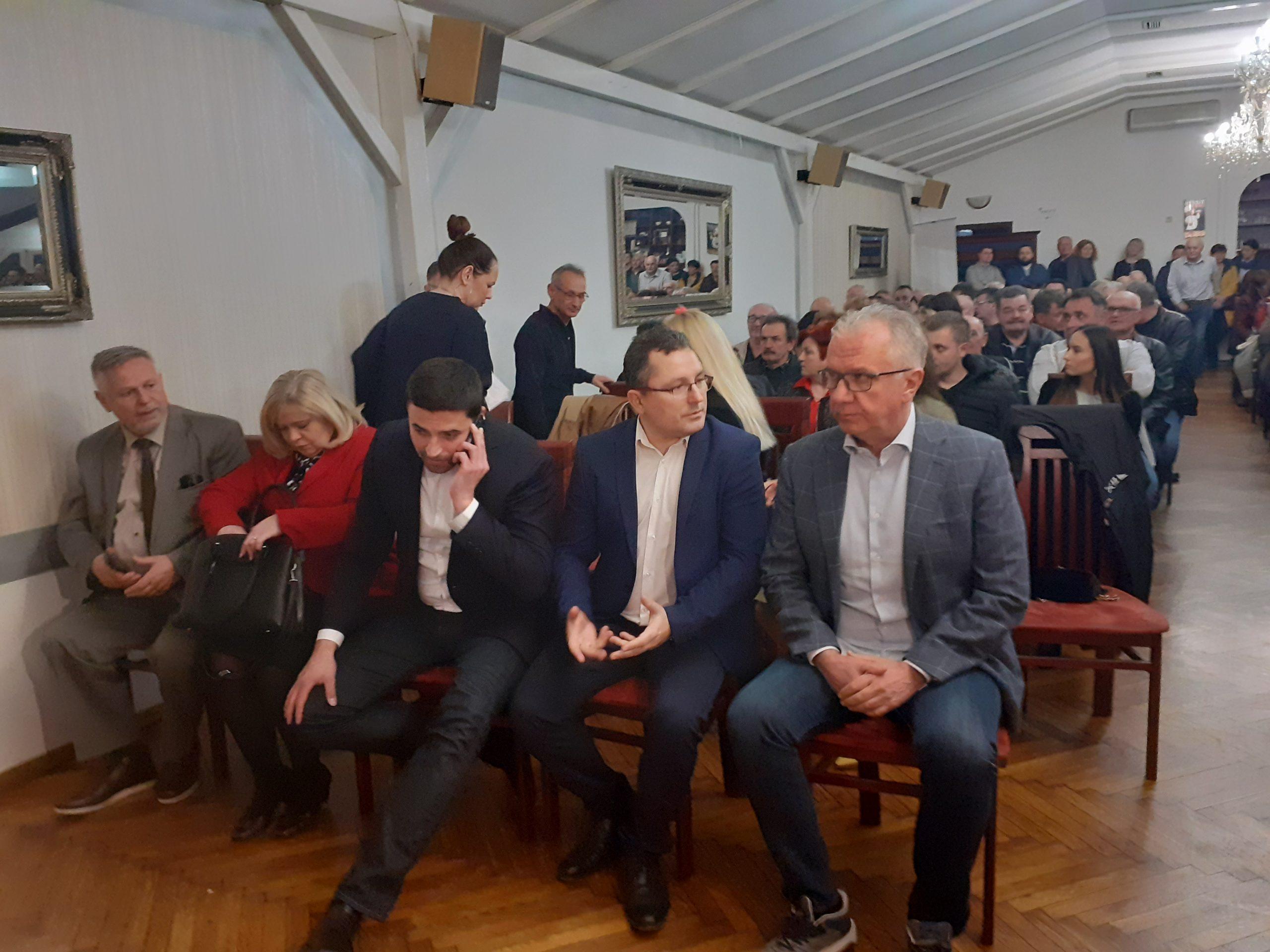 BERNARDIĆ U BJELOVARU Obećao veće plaće i reformu poljoprivrede