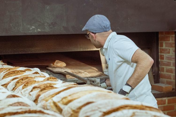 KRŠE PRAVILA Neke pekarnice otvaraju vrata u zoru i riskiraju zatvaranje!