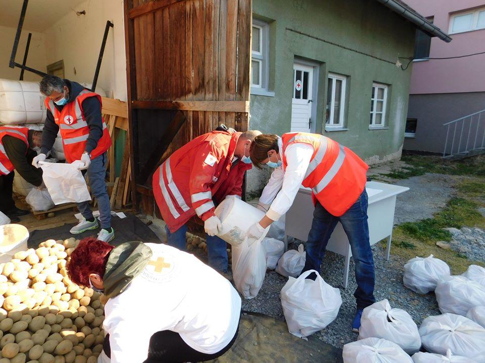 GAREŠNICA I CRVENI KRIŽ Zajedničkim snagama osigurani paketi s hranom