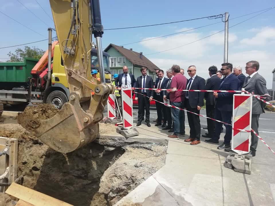 KRENULA JE Aglomeracijom će vodovod dobiti 800 kućanstava, a kanalizaciju više od dvije tisuće obitelji