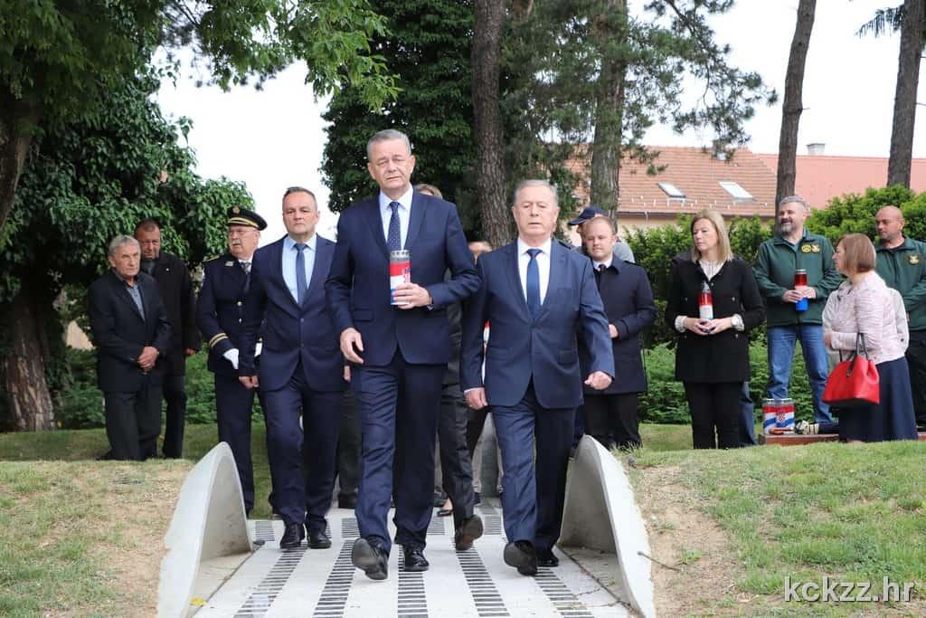 DAN DRŽAVNOSTI Položeni vijenci kod Spomenika hrvatskoj slobodi