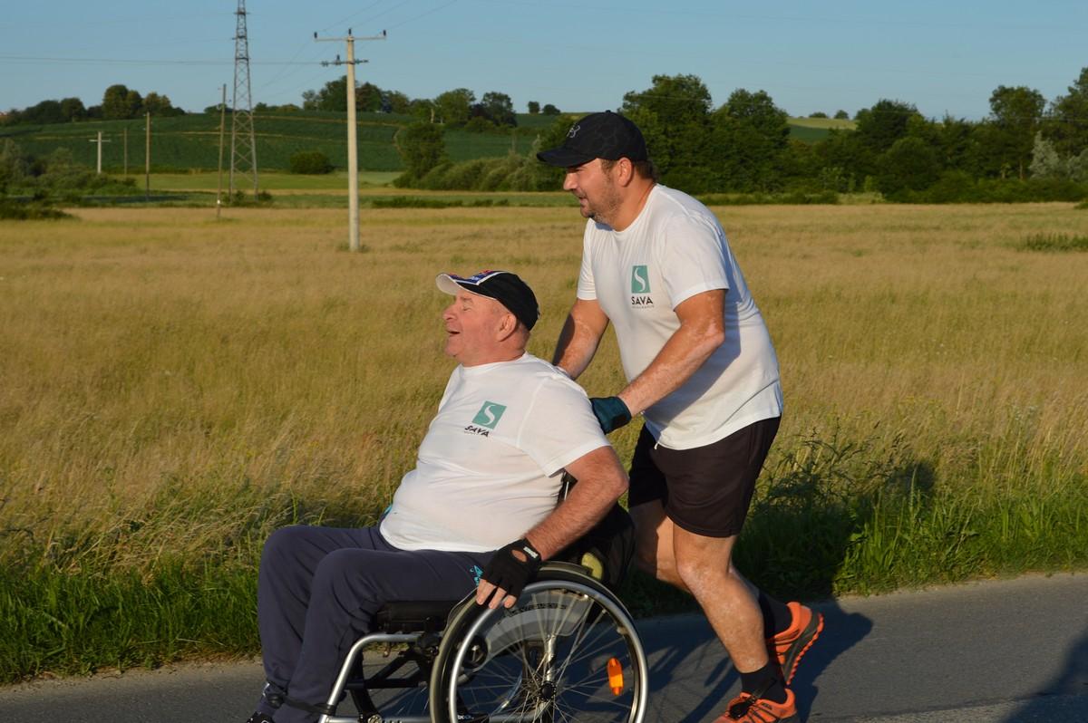 MARATON ZA PAMĆENJE Prijatelja u kolicima gurao 13,5 kilometara