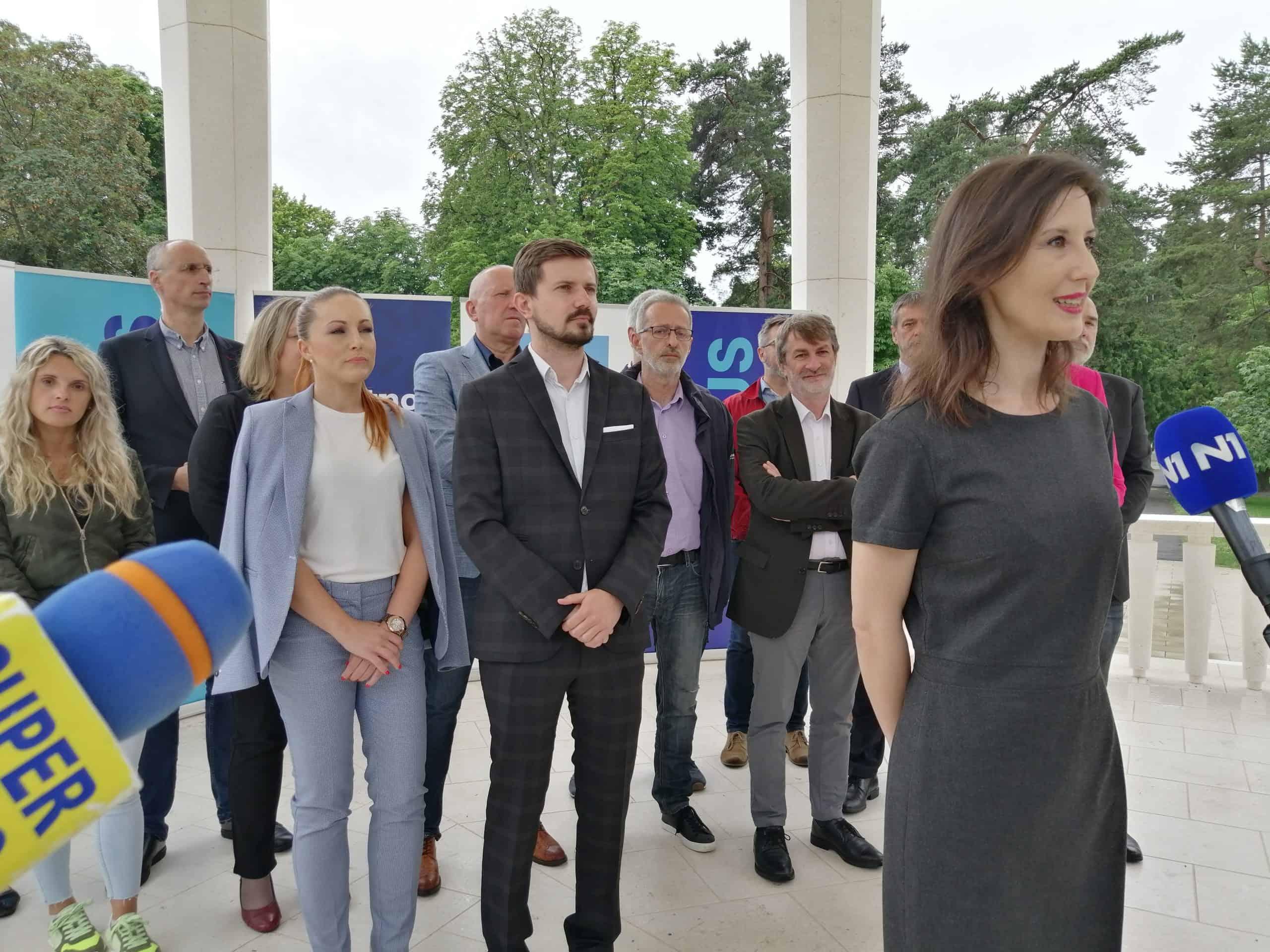 NOVA KOALICIJA Stranka s imenom i prezimenom, Pametno i Fokus u Bjelovaru pozvali birače na promjene