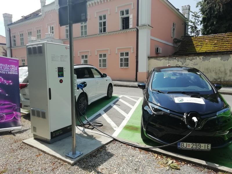 U CENTRU GRADA S radom krenula još jedna punionica za električne automobile