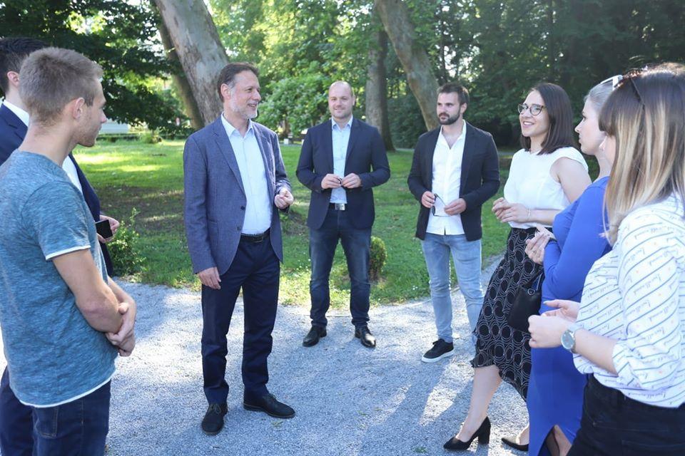 JANDROKOVIĆ O MLADIMA Svojim znanjem i entuzijazmom pomoći će razvoju Hrvatske!