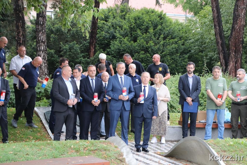 UZ PRAZNIK Župan Koren i suradnici odali počast poginulima i čestitali građanima
