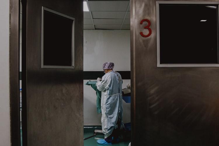 NOVO Na bolničkom liječenju 97 osoba, jedan smrtni slučaj
