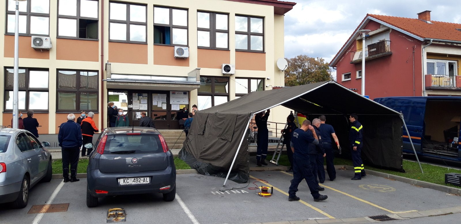 NOVO Postavljeni šatori ispred Domova zdravlja u dva grada