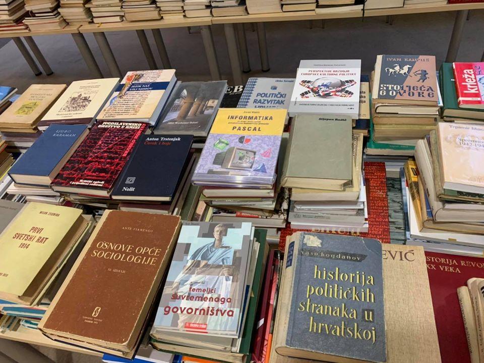 RAJ ZA KNJIGOLJUPCE Prodaja otpisanih knjiga za samo 5 kuna!