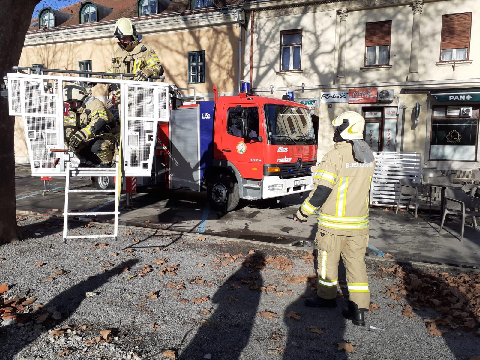POSLJEDICE POTRESA Oštećene i zgrade u središtu Bjelovara!