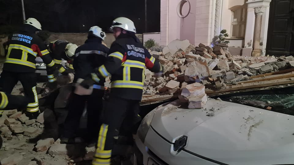 VELIKO SRCE Vatrogasci iz BBŽ neumorno pomažu stradalima