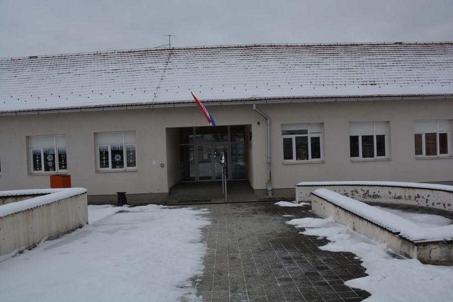 KREĆE OBNOVA Novo ruho za đulovačku školu i dvoranu