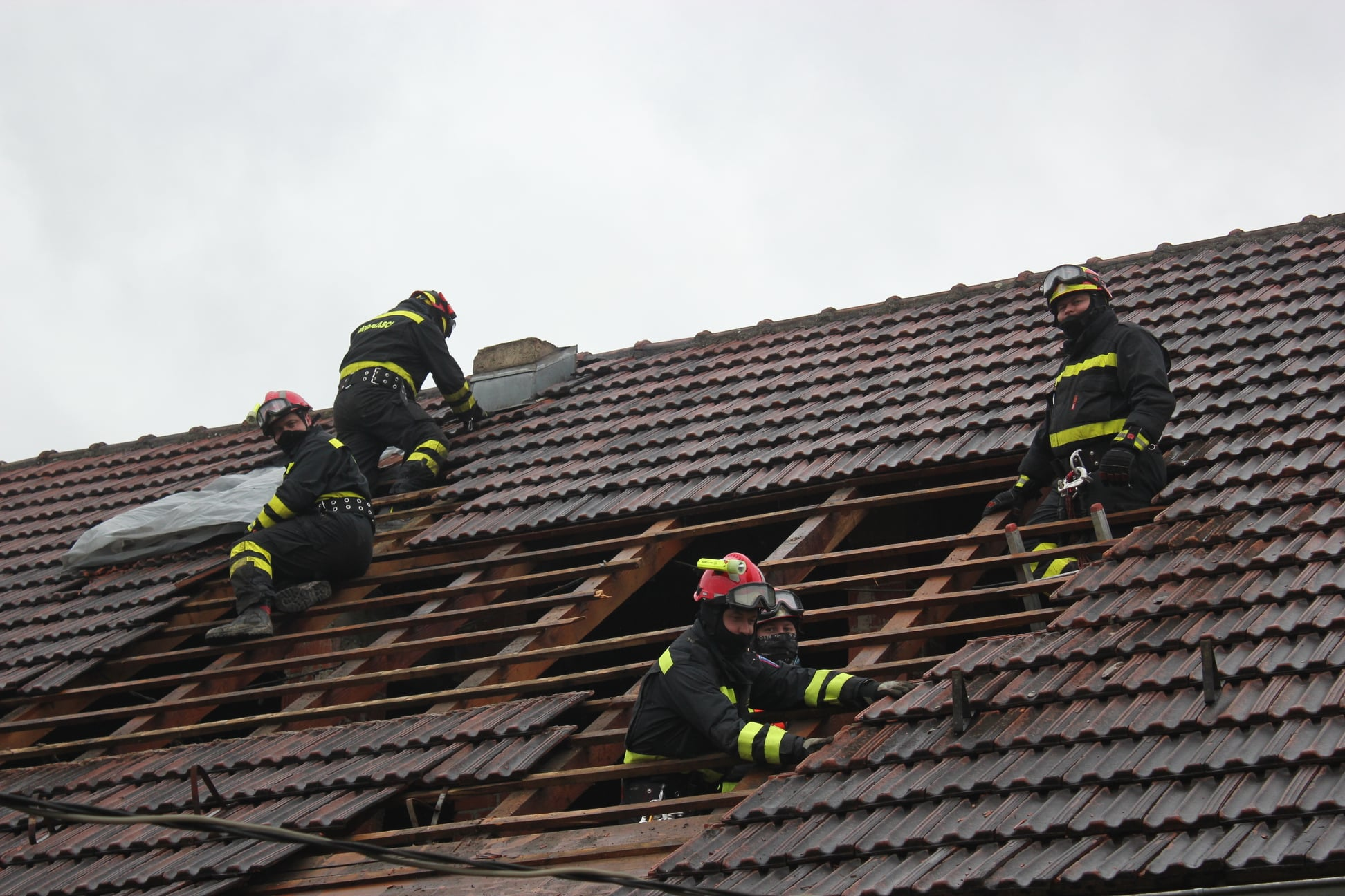 NA RASPOLAGANJU Vatrogasci iz KKŽ pomažu na glinskom području