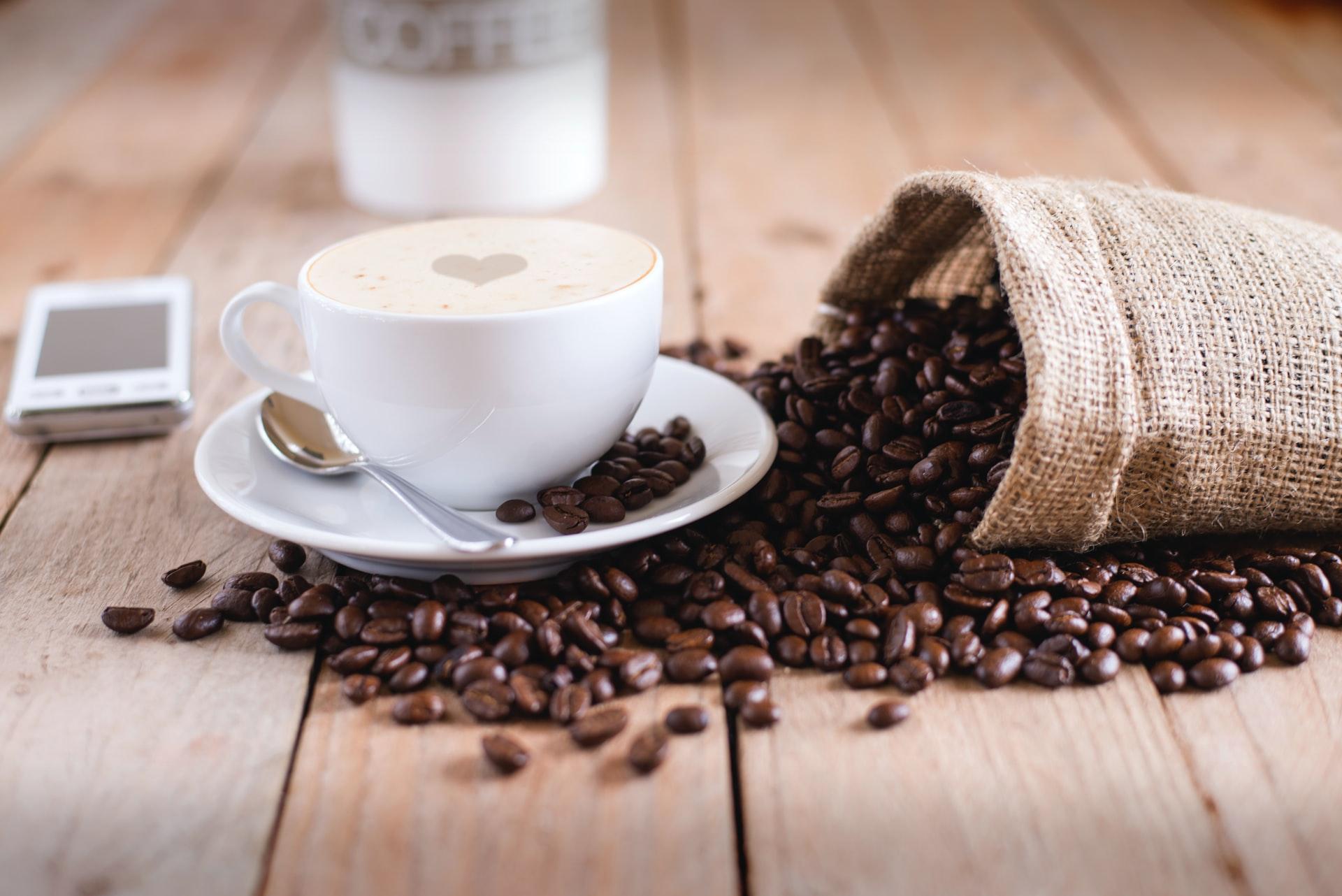 Kava nije luksuz, ukinite porez!