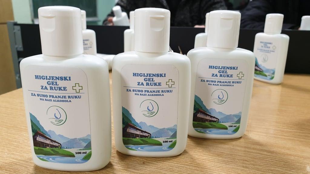 Učenici proizveli dezinfekcijski gel od svog školskog grožđa!