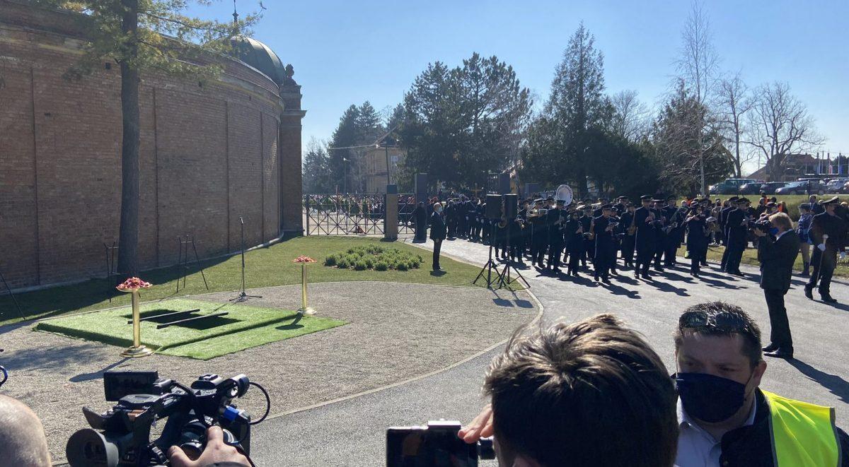 Mnogi na posljednje počivalište ispratili Milana Bandića