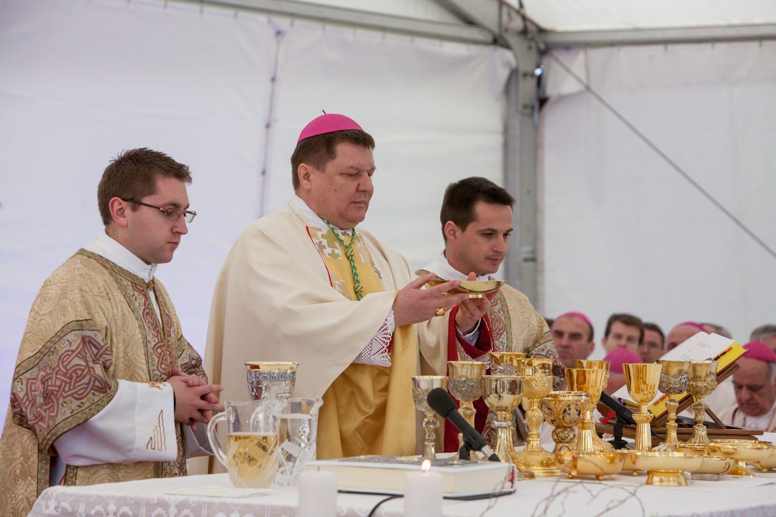 Biskup Huzjak: I u pandemiji, Križ Kristov i uskrsnuće pokazujunam put kojim nam je ići, strpljivo i ustrajno!