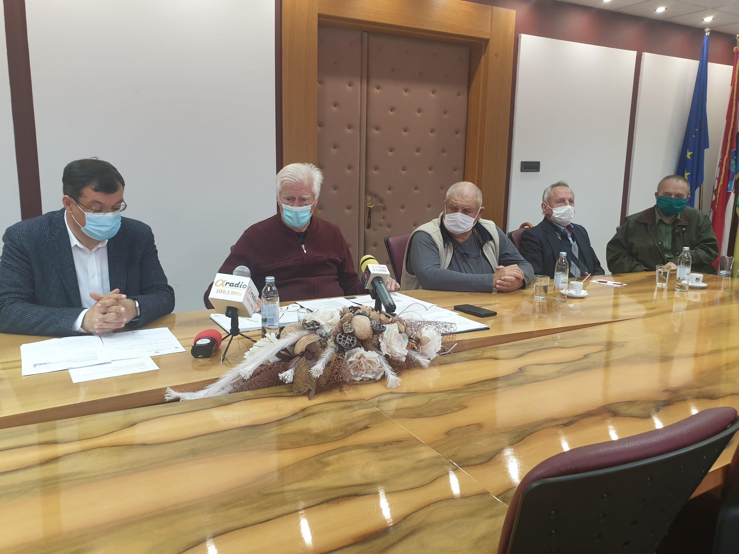Bajs obećao financijsku i drugu potporu za obnovu partizanskih spomenika