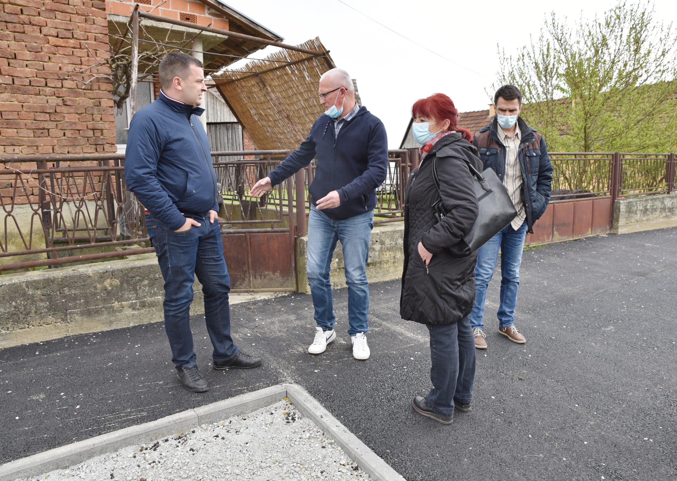 Nakon godina čekanja, mještani Galovca prošetali novim nogostupom