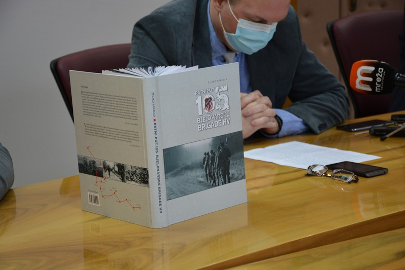 Monografija je rezultat opsežnog četverogodišnjeg istraživanja i brojnih intervjua