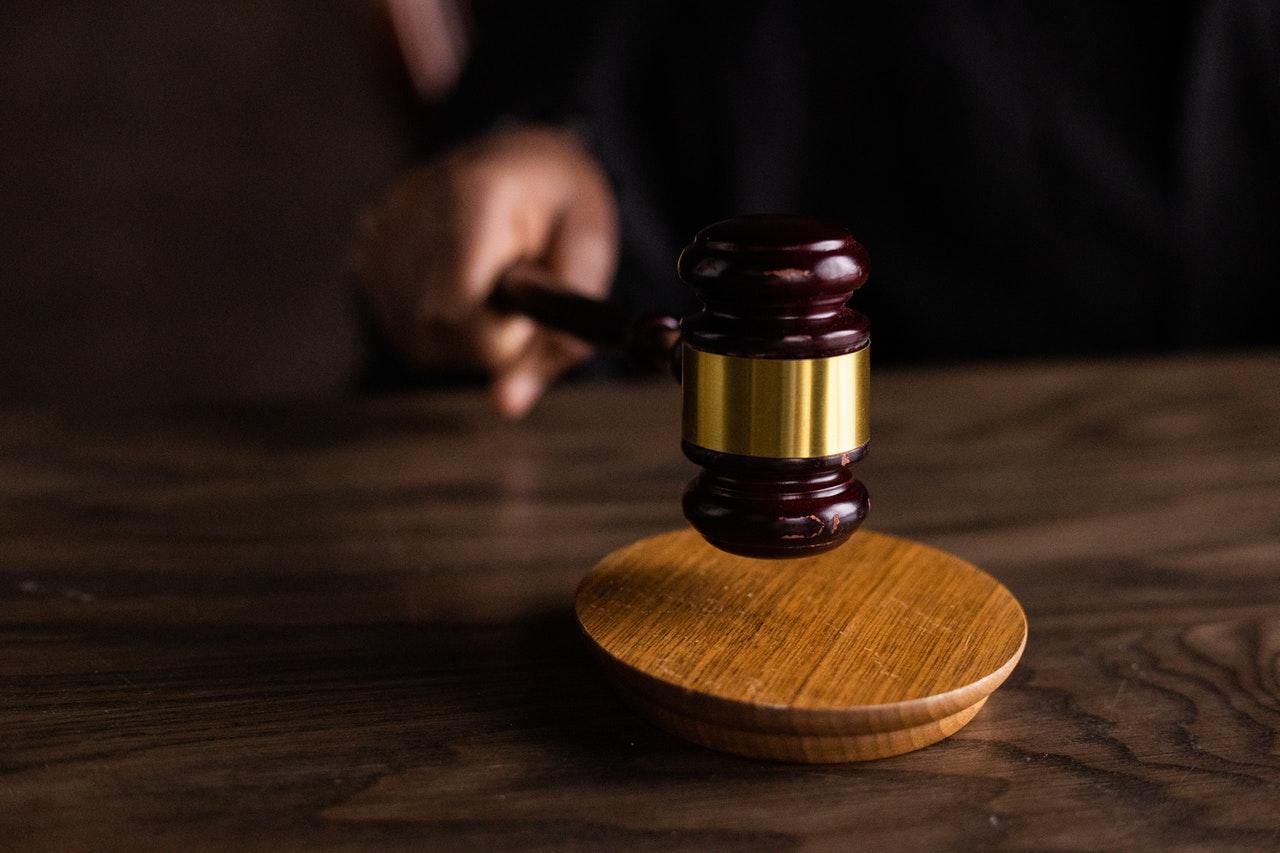 Direktor gradsko-županijske tvrtke i bivša tajnica optuženi za gospodarski kriminal