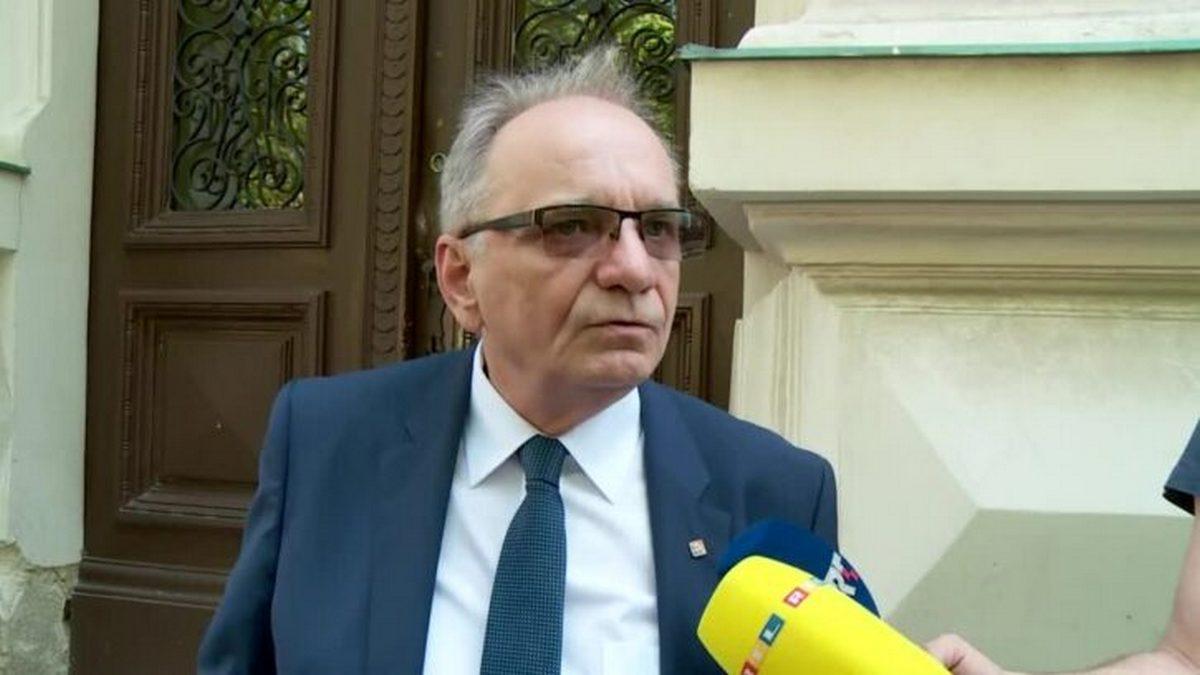 Milanović Glavašu vratio odlikovanja i čin