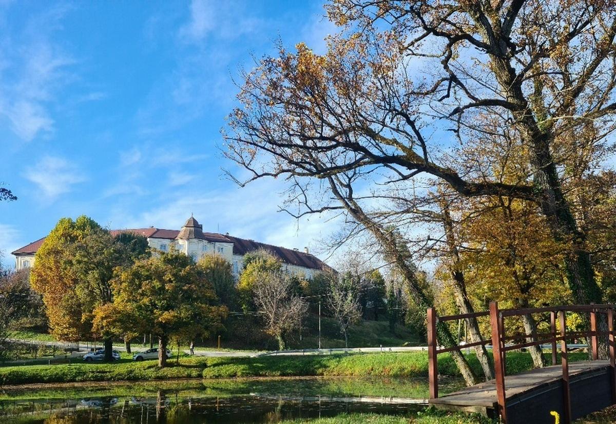 Dvorac u Svetom Križu Začretje u svojoj unutrašnjosti skriva bogatu povijest