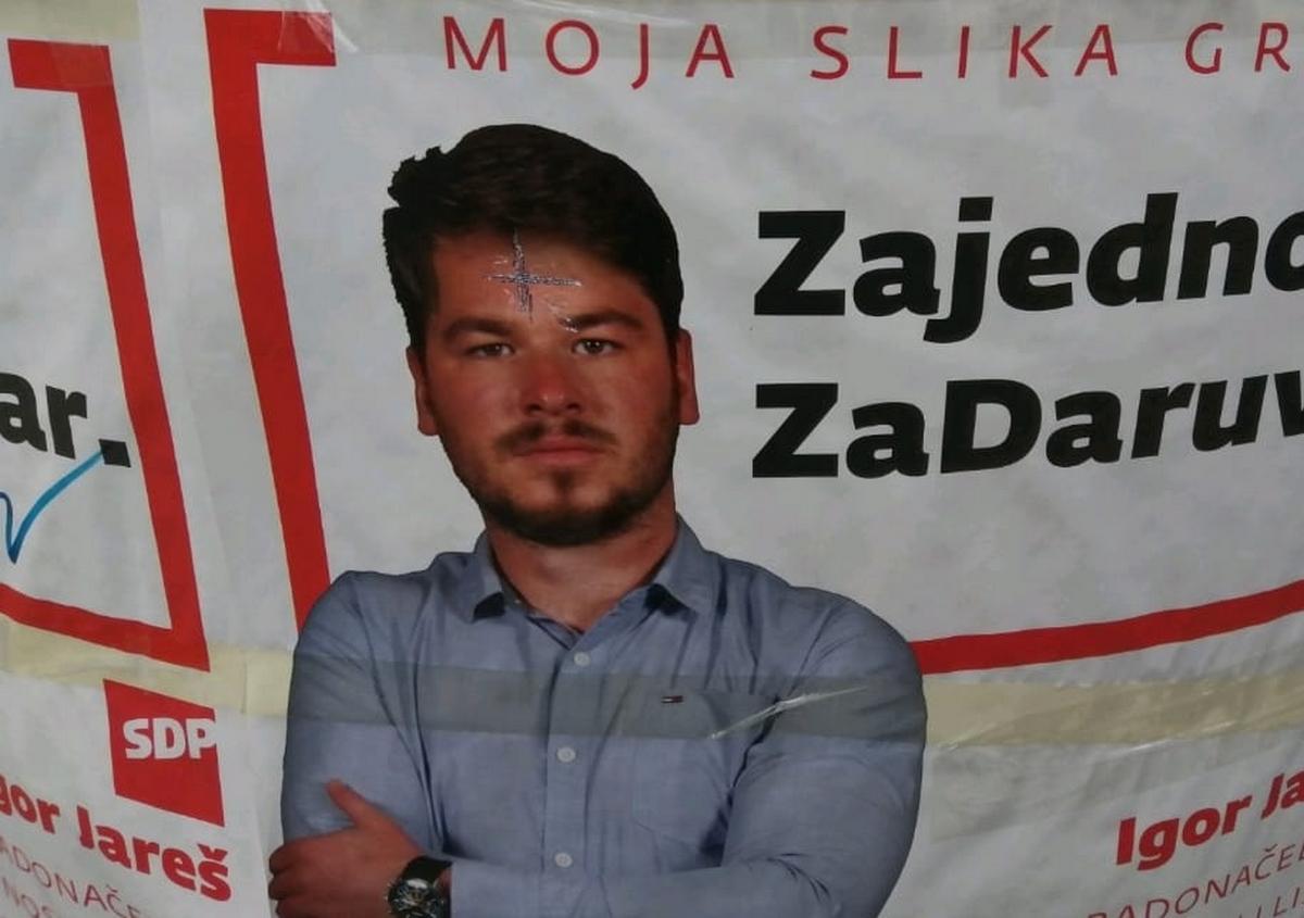 Na plakatima Igora Jareša iscrtali četiri ćirilićna S