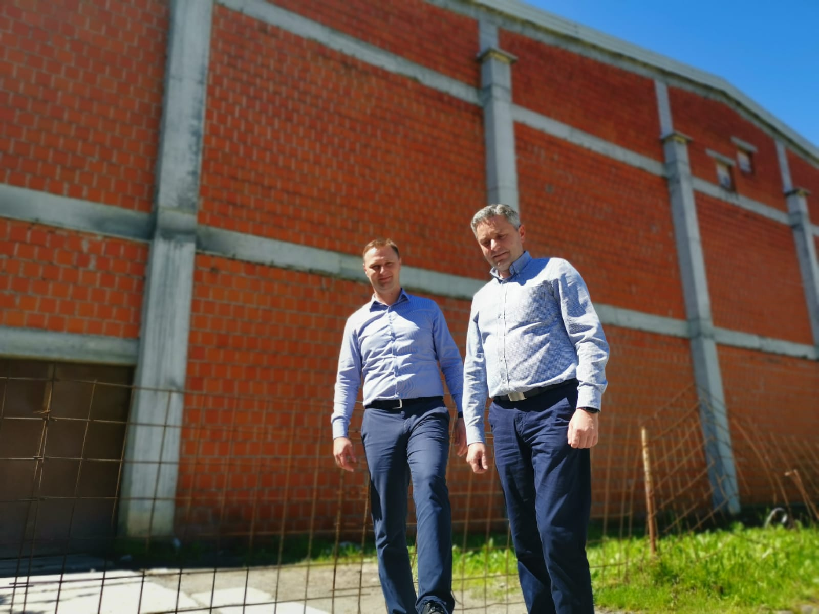 Hercegovac: Umjesto da u njoj treniraju učenici i sportaši, u nedovršenoj sportskoj dvorani skladišti se čips
