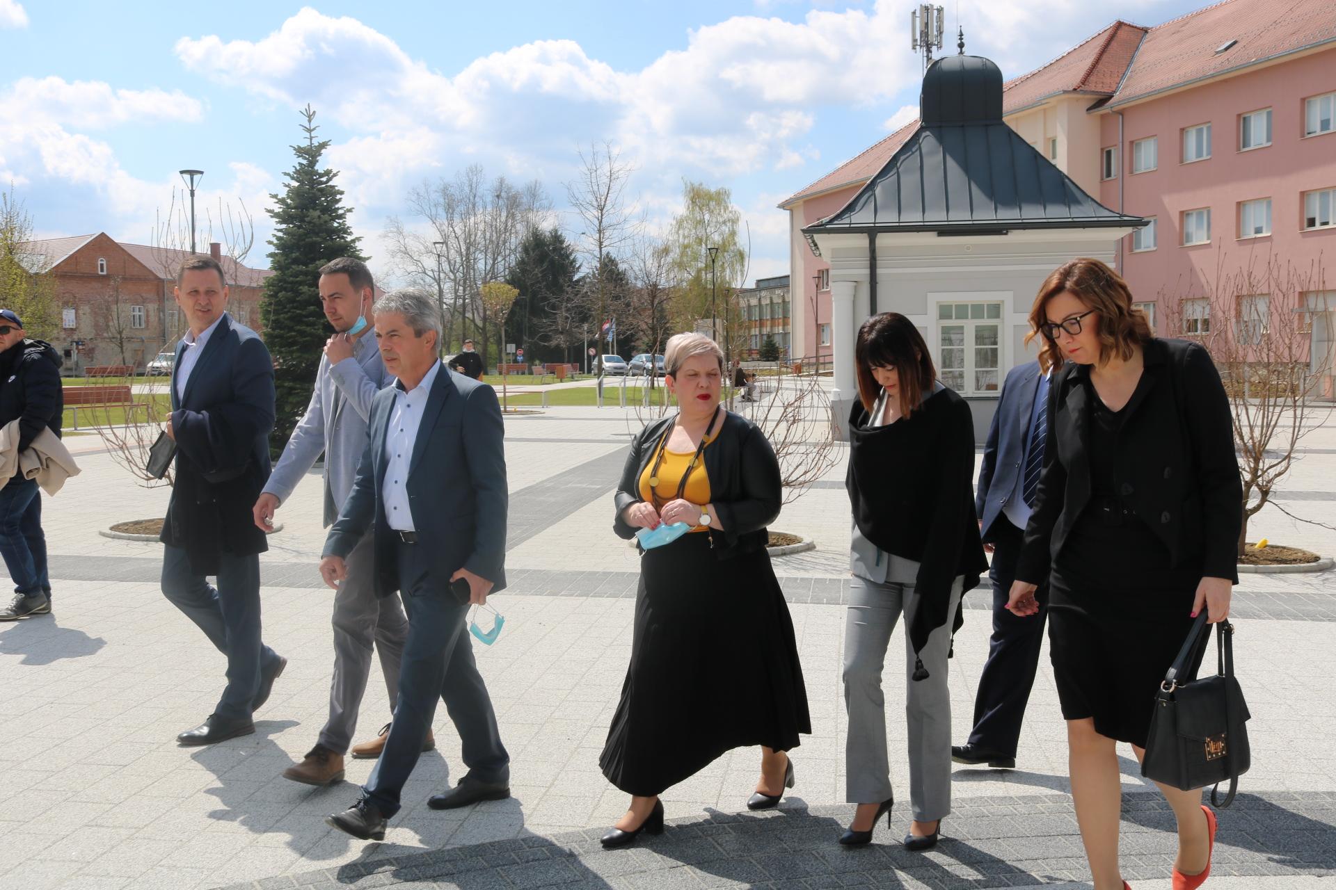 Ministrica Tramišak upoznala se s važnim pakračkim projektima