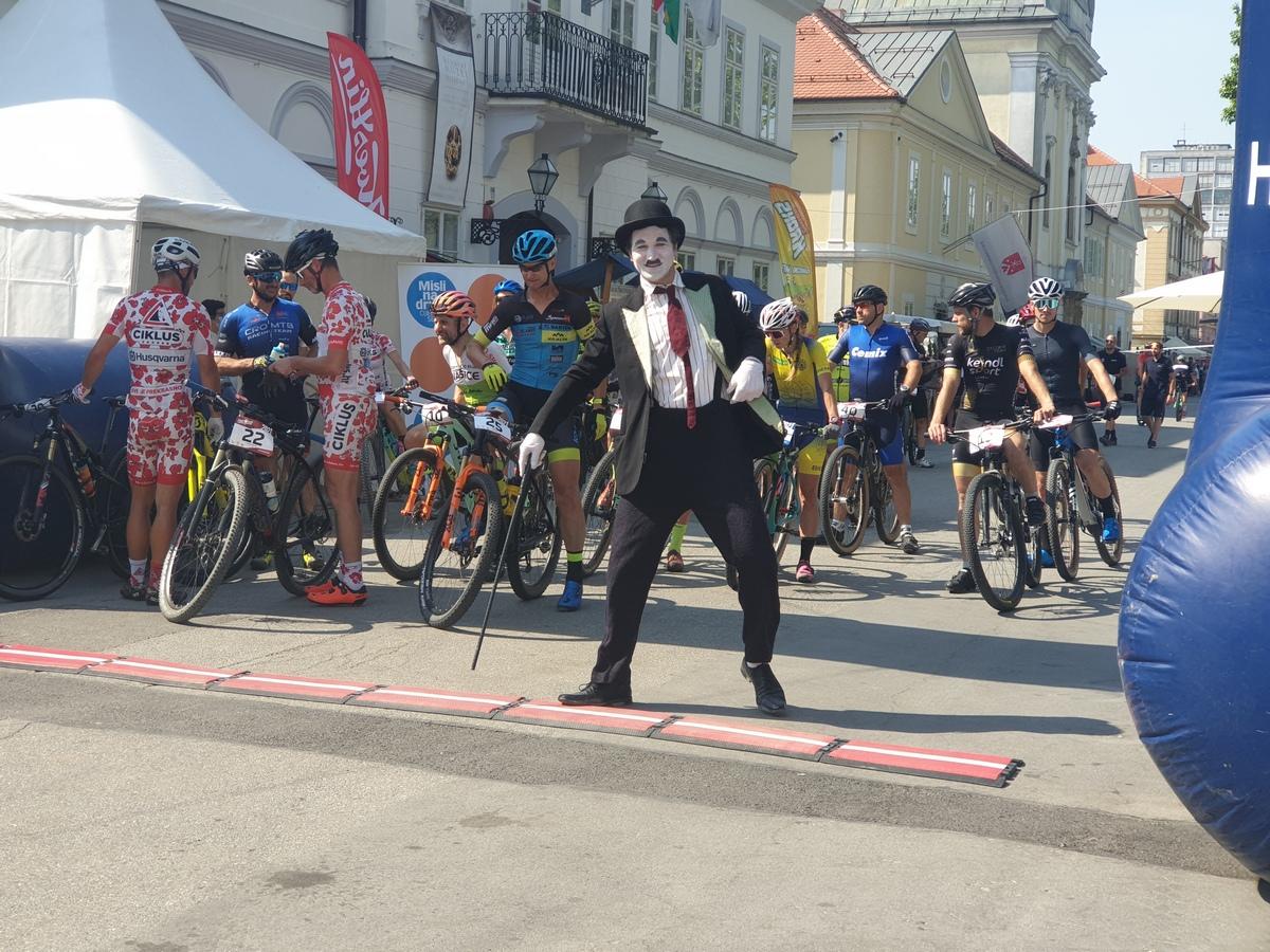 Biciklisti preplavili Korzo, ponovno organizirano cijepljenje bez najave