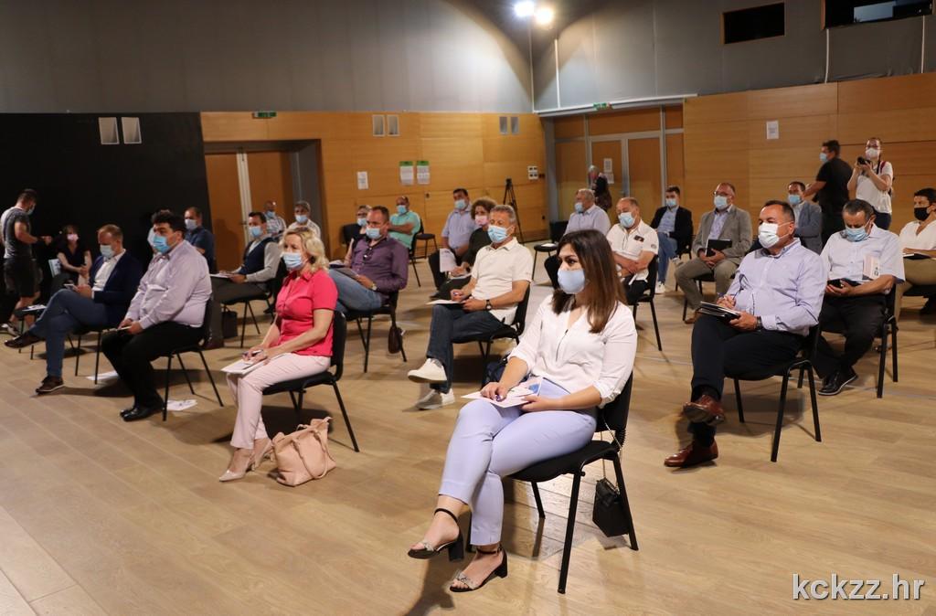Gradonačelnici i načelnici sa županom razgovarali o EU fondovima