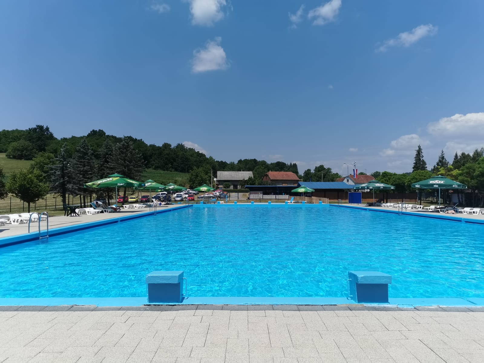 Ove godine čak je 46 mališana naučilo plivati na bazenu u Šandrovcu