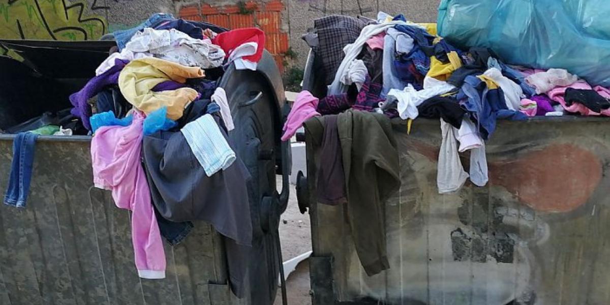 """""""Uneređena"""" i krvava odjeća i mrtvi štakori? Caritas se pretvara u odlagalište otpada!"""