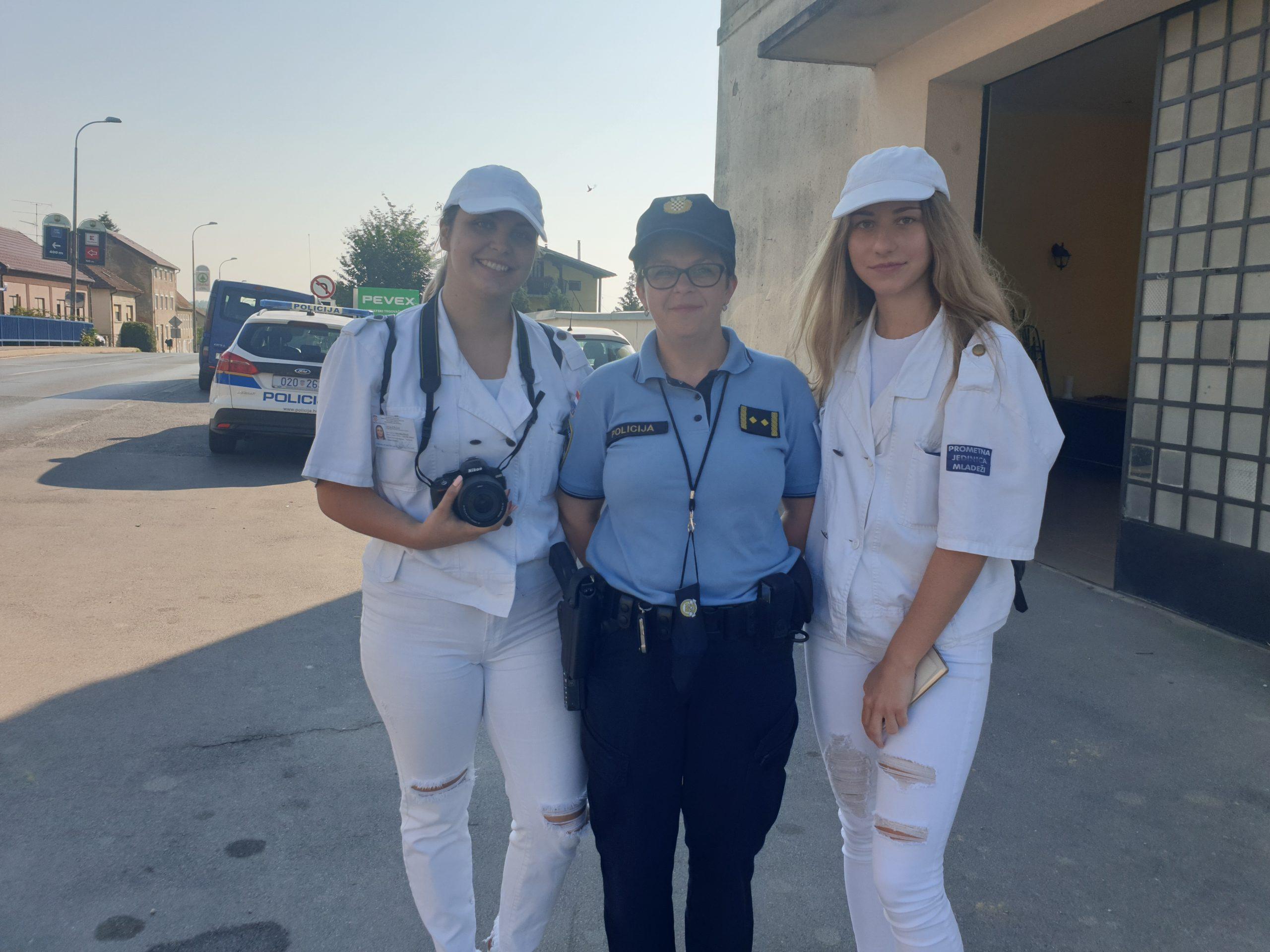 Dan ljubaznosti u prometu: Policijski službenici dijele nagrade savjesnim vozačima