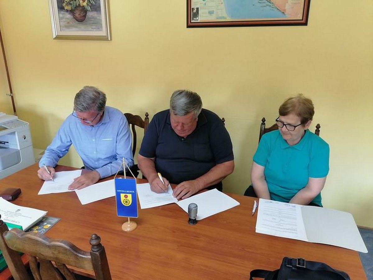 Potpisan ugovor za asfaltiranje naselja u Podgariću