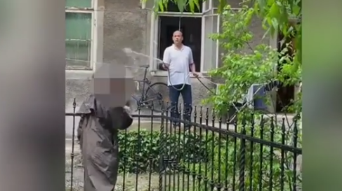 VIDEO Milanovićev ustavni sudac zalijeva susjede vodom!?