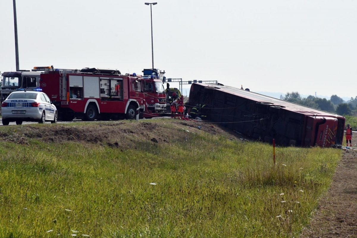 Deset mrtvih u slijetanju kosovskog autobusa
