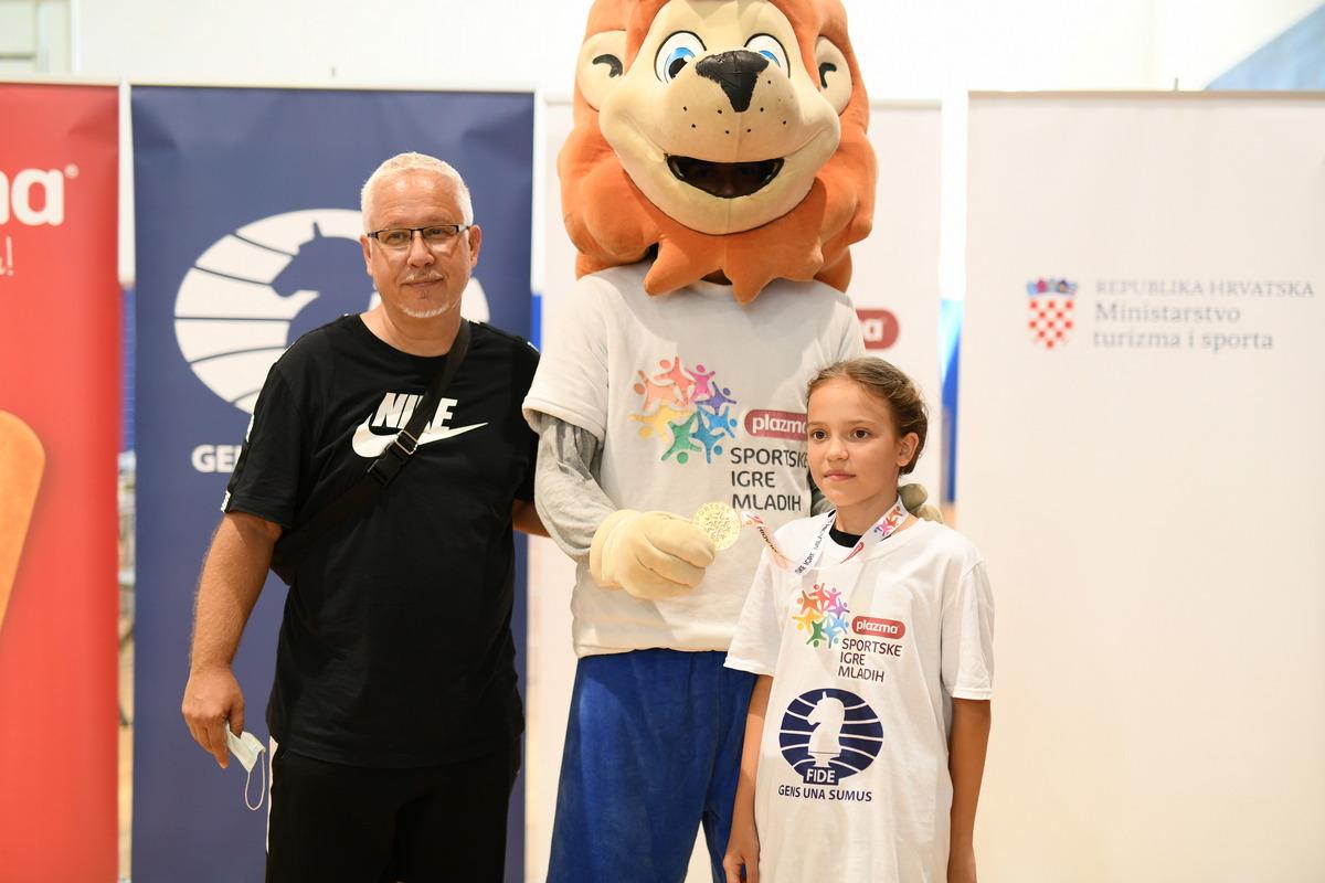 Klara iz Bjelovara i Eva iz Hercegovca državne su prvakinje u šahu!