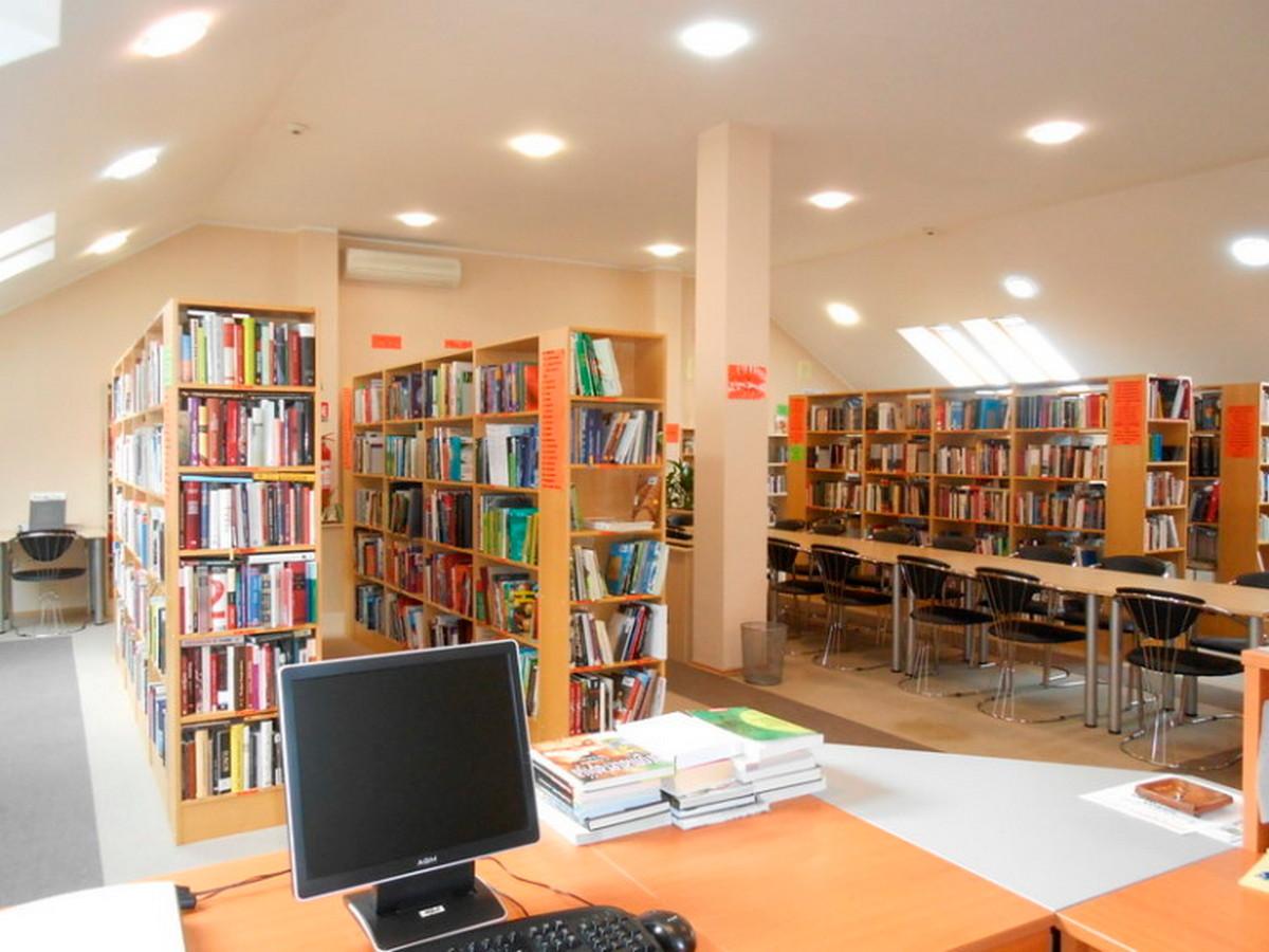 Budi in, budi u knjižnici