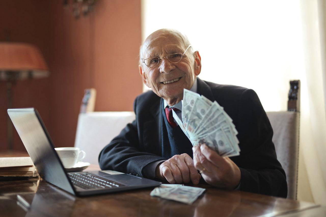 Tri puta više umirovljenika uz mirovinu prima i plaću