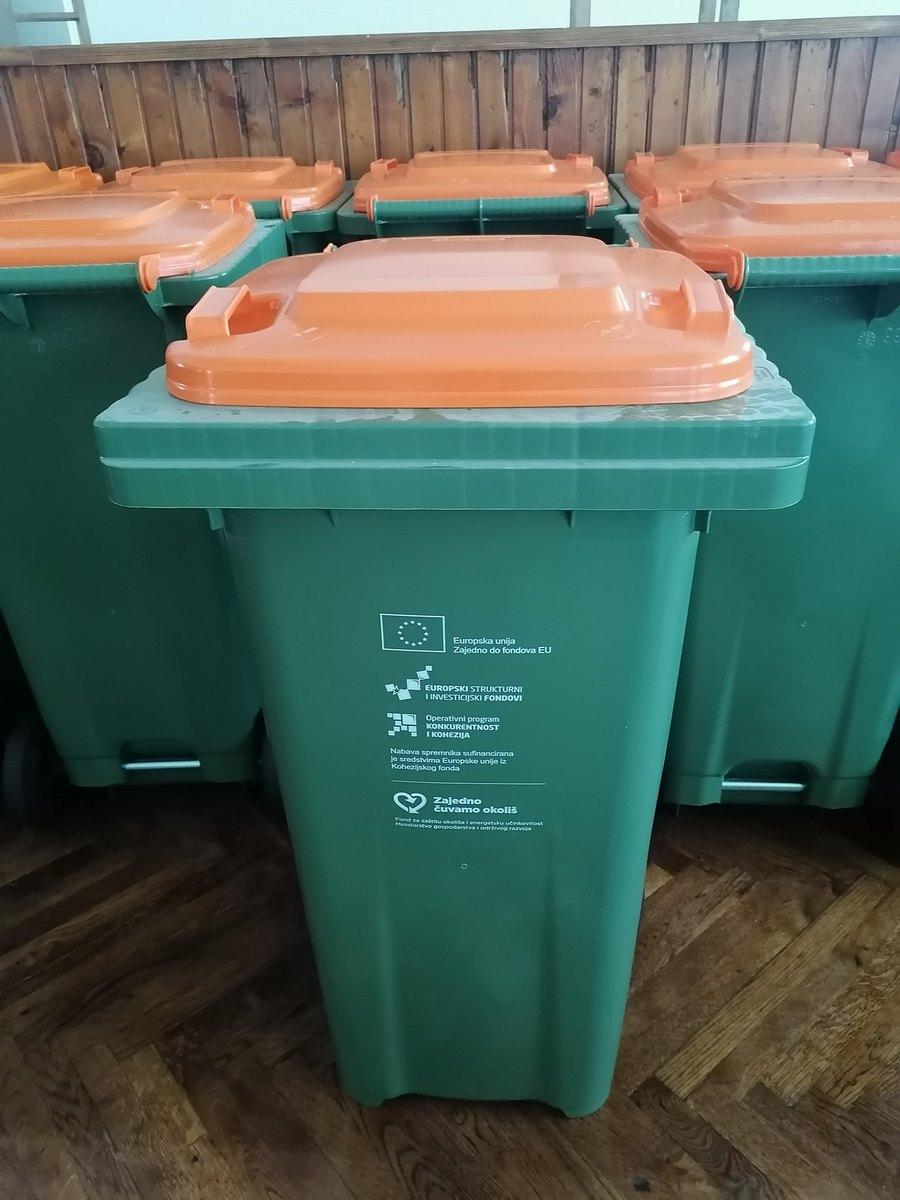 Berečanima se dijele kante za plastiku