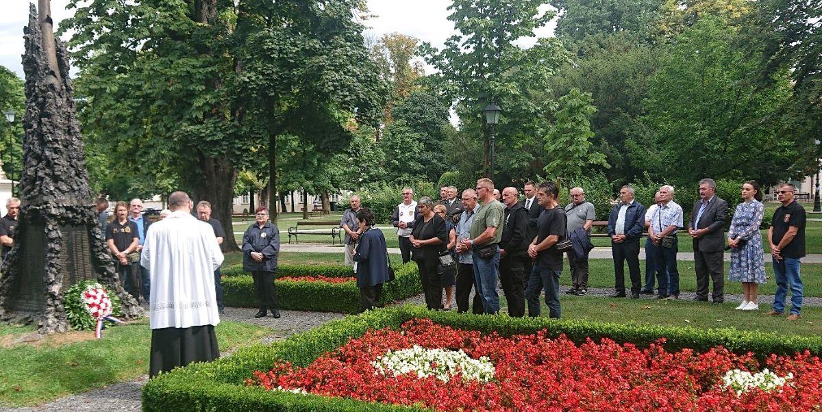 Župan Marušić i predstavnici branitelja poklonili se žrtvama u povodu Dana pobjede