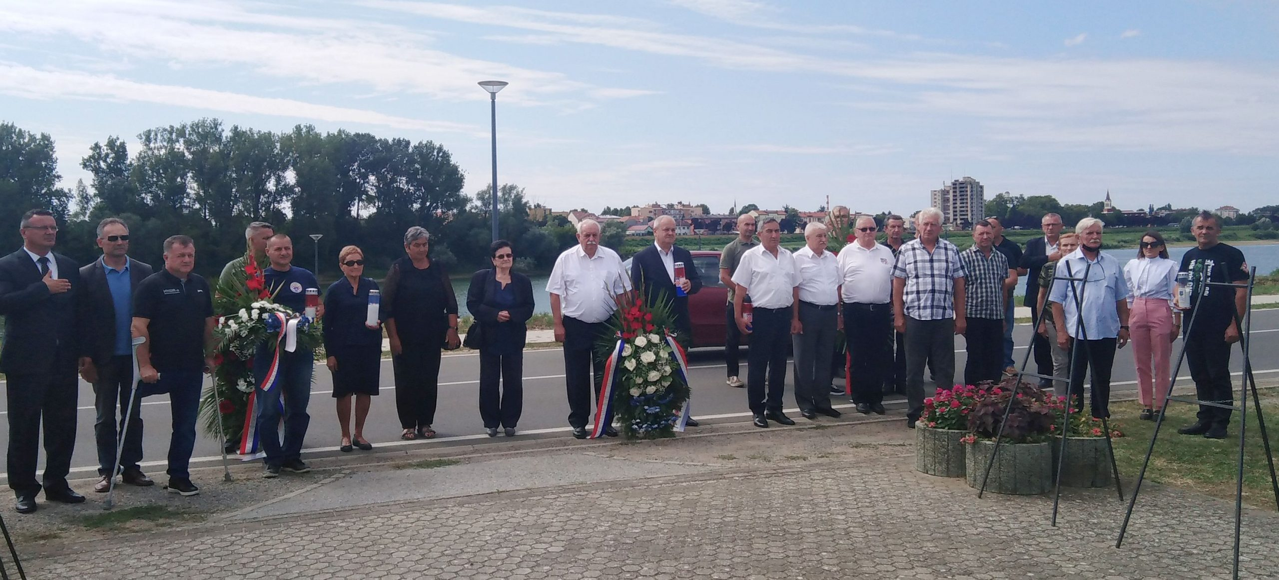 Sjećanje na 18 pripadnika 105. brigade stradalih na slavonskobrodskom ratištu